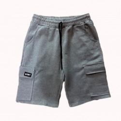 Pantalón corto deportivo con bolsillos laterales